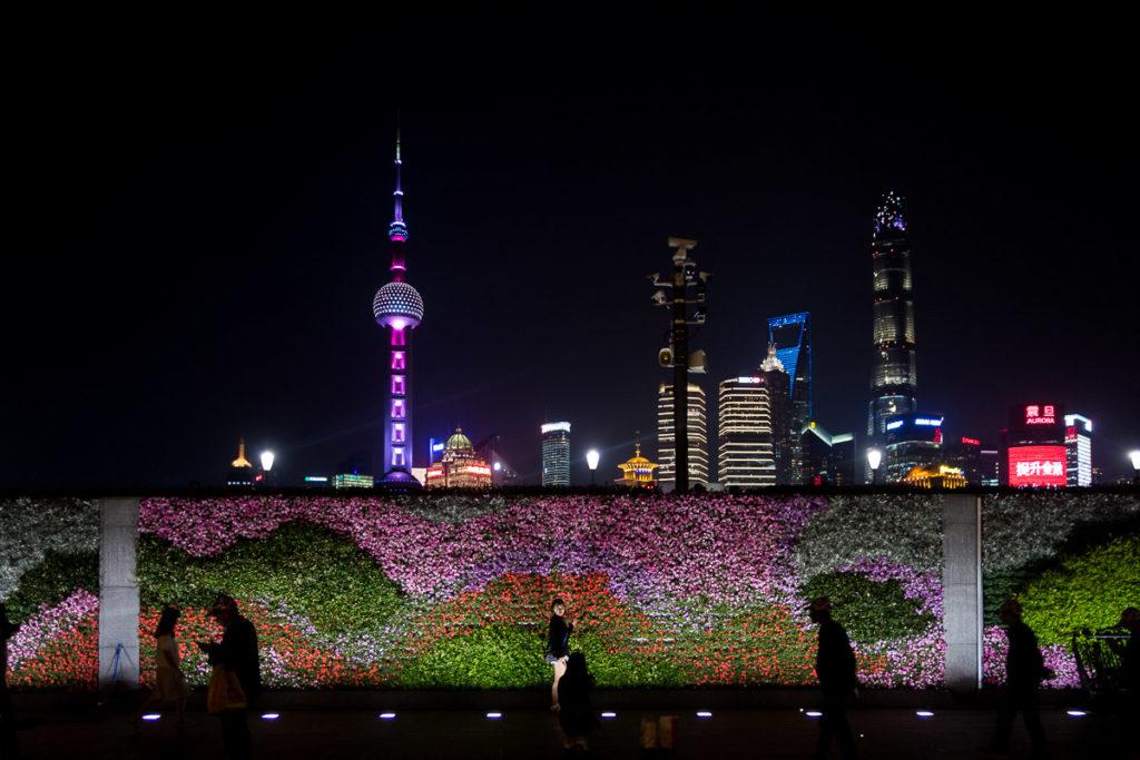 Skyline von Shanghai am Bund bei Nacht