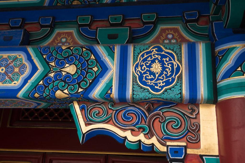 Kunstvoll bemalte Balken in der verbotenen Stadt