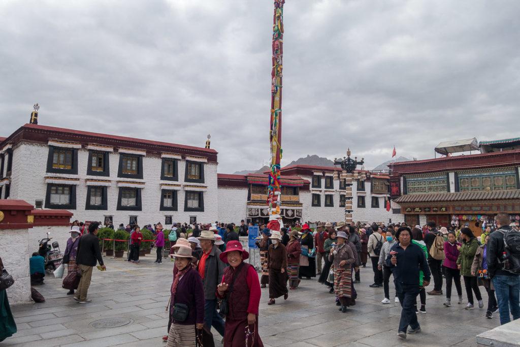 Szene direkt vor dem Jokhang Tempel