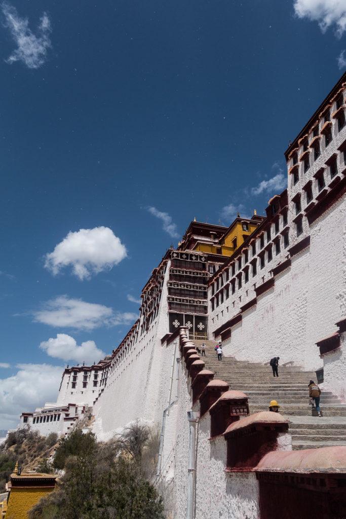 Die Treppen hoch zum roten Teil des Palasts