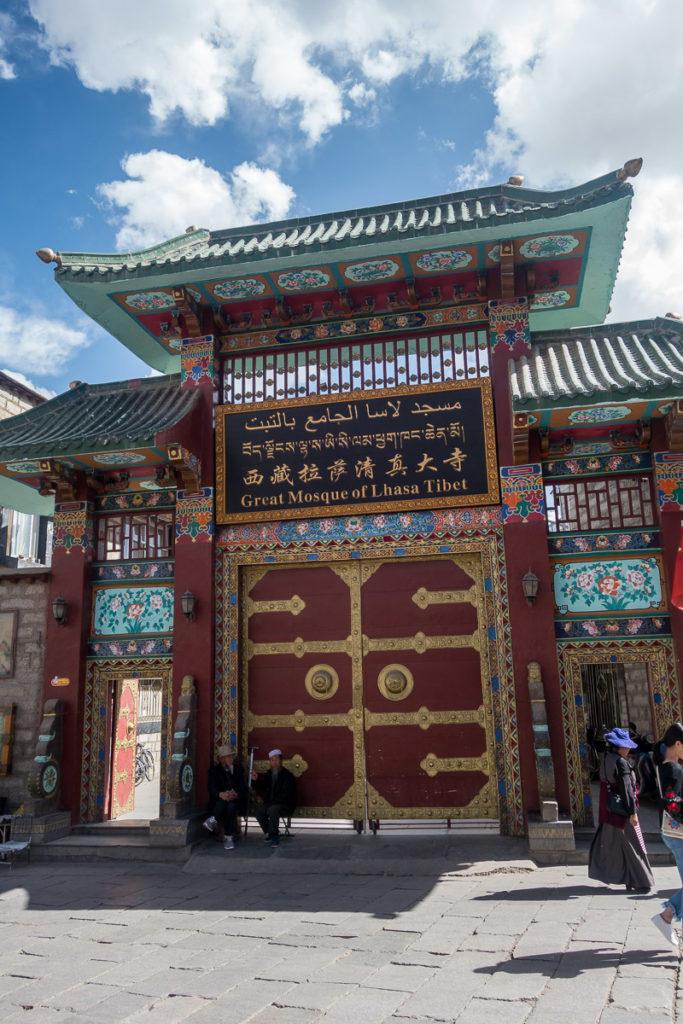 Der Eingang zur Moschee von Lhasa