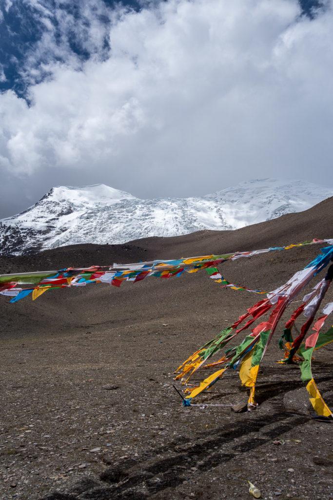 Kharo La Gletscher mit - ja was wohl - Gebetsfahnen