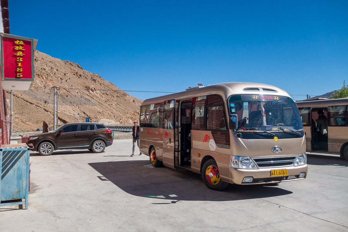 Unser Bus während dem Zwischenhalt bei Kilometer 5000
