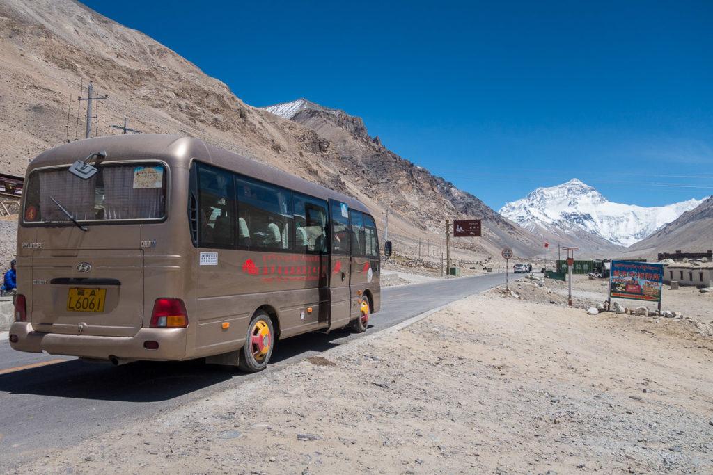 Unser Bus, vor der Einfahrt in das Basecamp