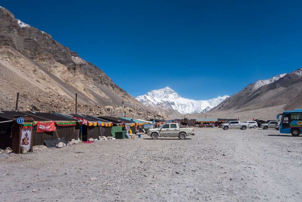 Ein Teil vom Basecamp, im Hintergrund der Mt. Everest