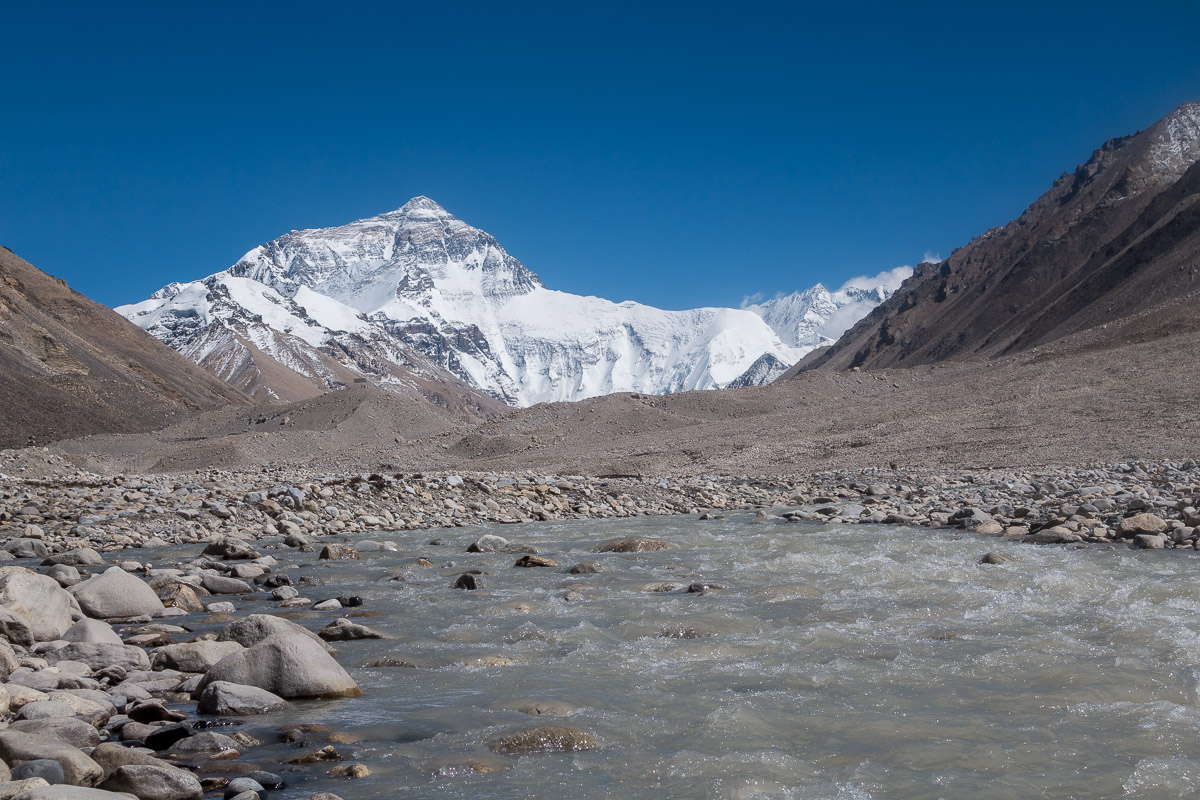 Der Fluss im Tal wo das Basecamp sich befindet