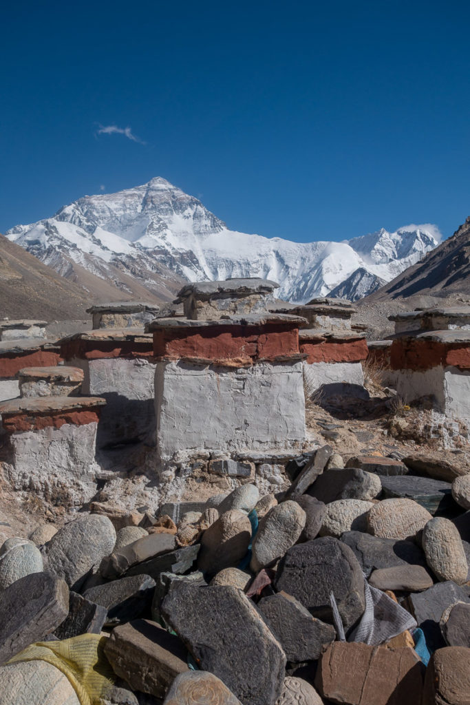 Stupas vor dem Mt. Everest