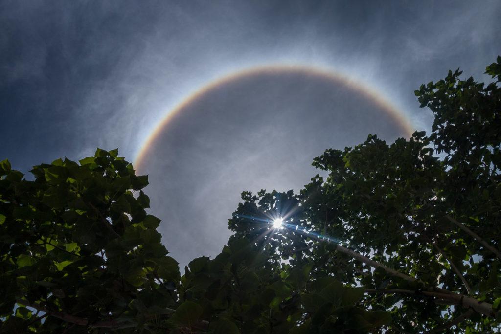 Regenbogen um die Sonne