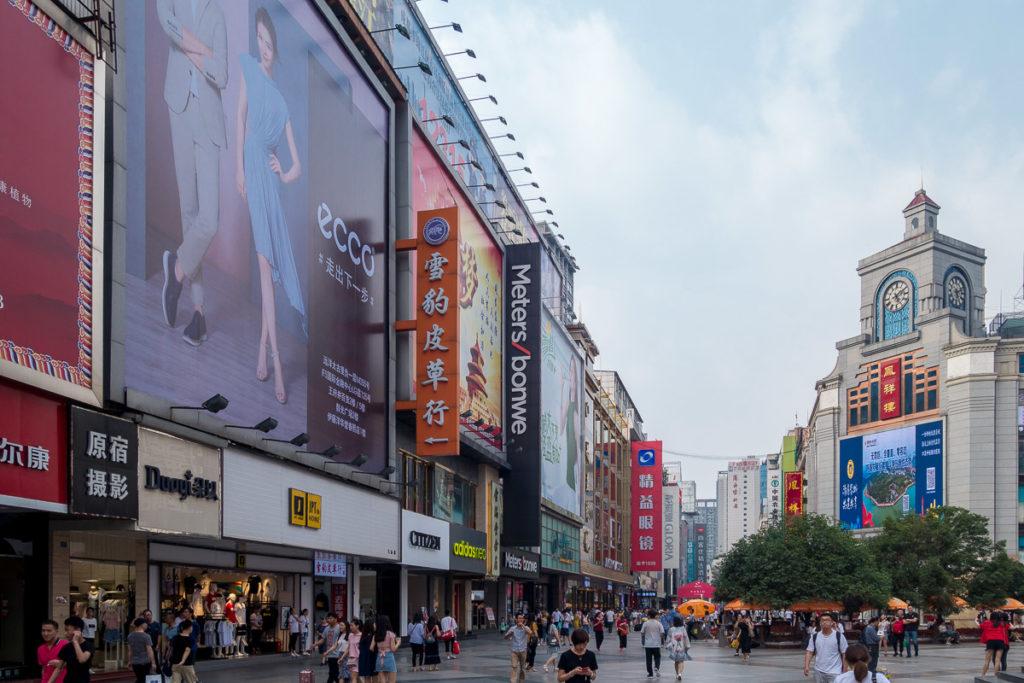 """Einkaufsmeile in Chengdu im """"kommunistischen"""" China"""