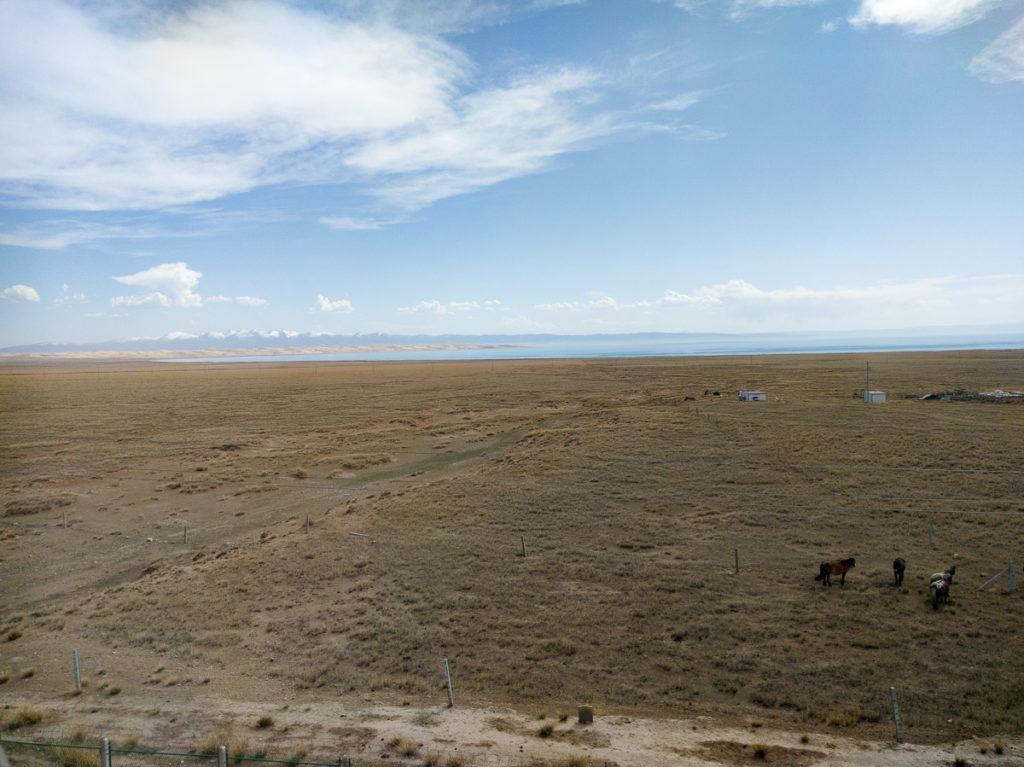 Der Qinghai Lake im Hintergrund
