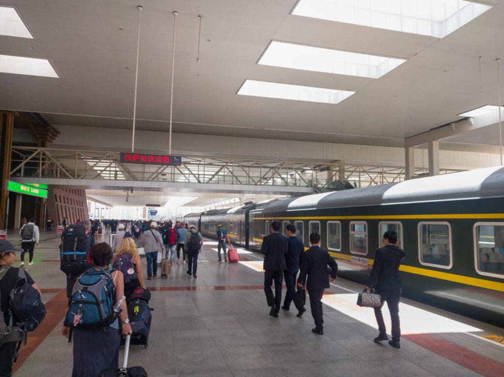 Ankunft am Bahnhof von Lhasa - endlich!