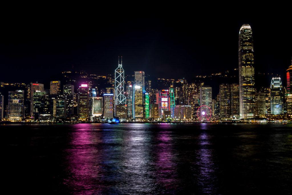 Skyline von Hong Kong Island am Abend