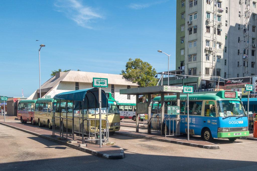 Sammeltaxis an der Haltestelle in Sai Kung