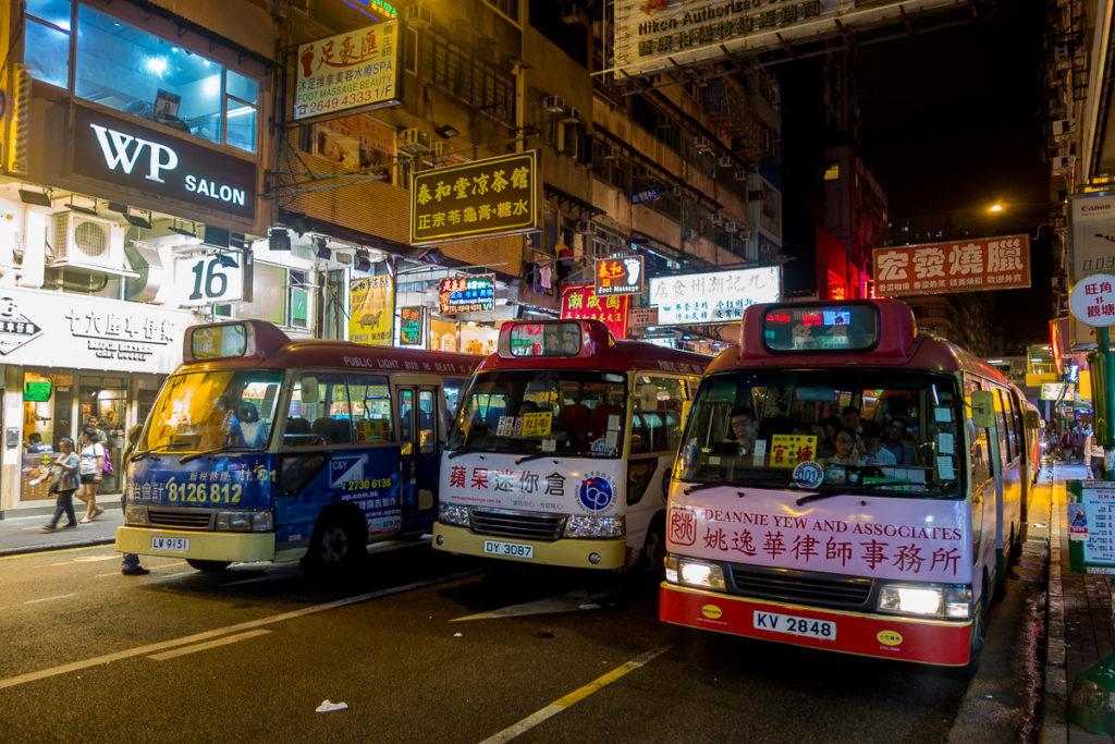 Sammeltaxis am Abend in Mong Kok