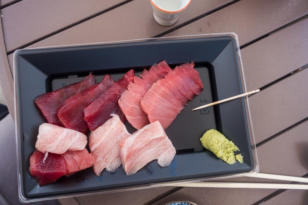Sashimi mit Wasabi und Sojasauce