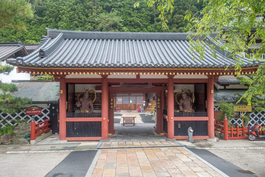 Eingang zum Tempel wo ich geschlafen habe
